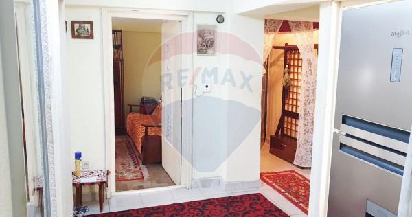 Apartament cu 3 camere de vânzare în zona Narcisa