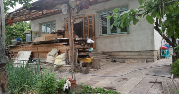 Casa 4 camere in Lunca Cetatui la strada