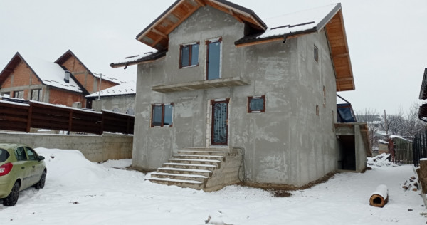 Casa P+M la gri strada Bucovina