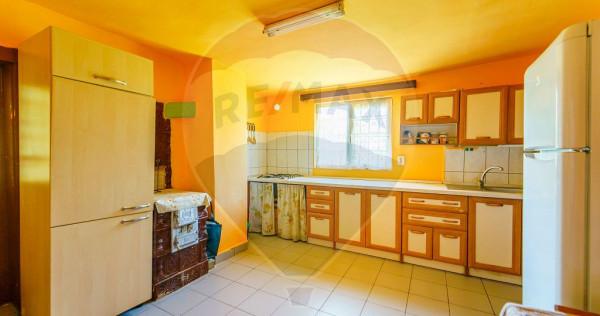 Casă cu 5 camere de vânzare in Barzava