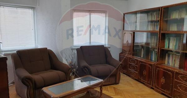 Apartament cu 3 camere de vânzare în zona Brailei