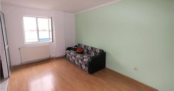 Apartament 2 camere, zona Hotel Kristal, etaj 3, de