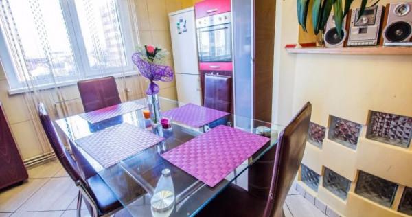 Inchiriez apartament 3 camere decomandat, zona Garii